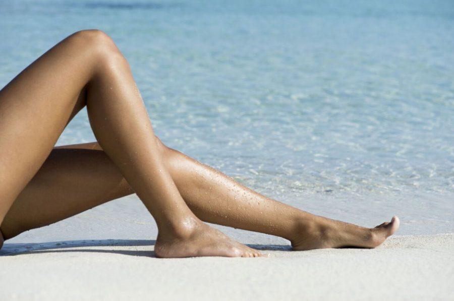 Femme jambe eau